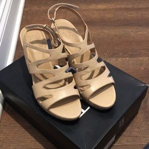 Naturalizer Taupe Leather Heel